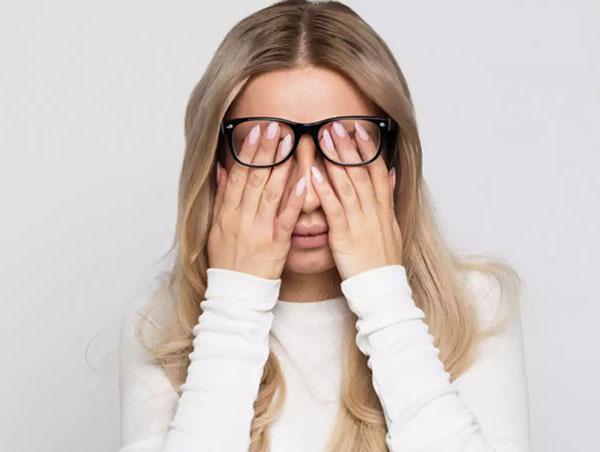 چرا بعد از یک خواب کامل، چشمهایمان پف می نماید؟