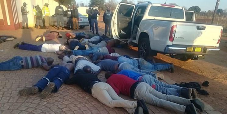 عکس، تیراندازی و گروگانگیری در کلیسایی در آفریقای جنوبی 5 کشته برجای گذاشت