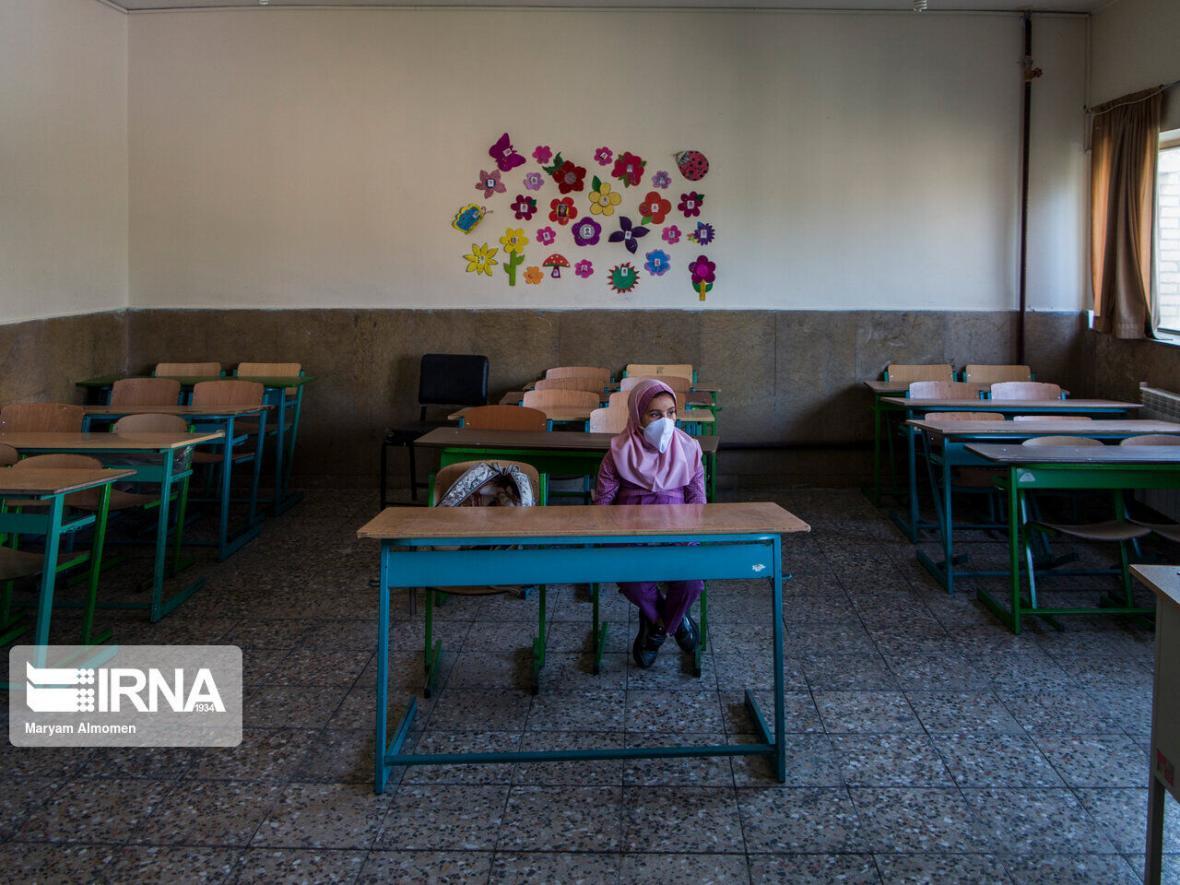 خبرنگاران بازگشایی مدارس خلخال مشروط به شرایط رنگی کرونا است