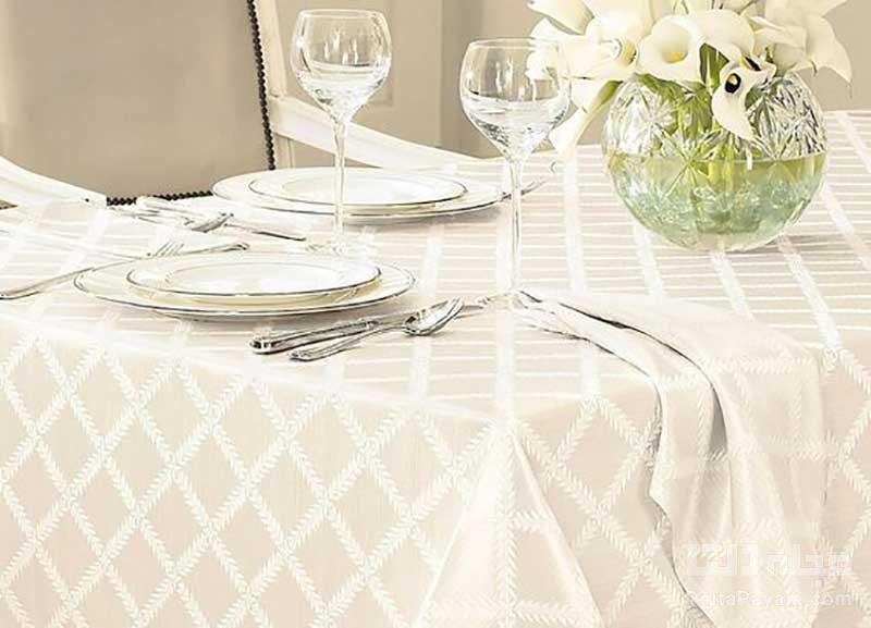 انواع رومیزی برای میز ناهارخوری