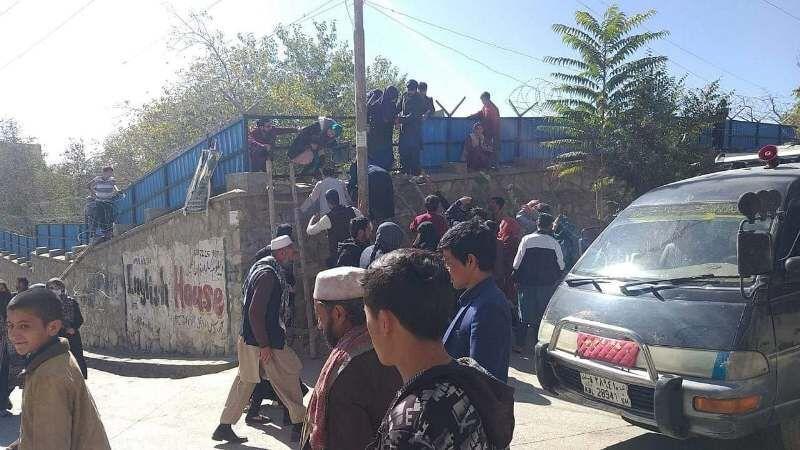 خبرنگاران 8 نفر در حمله مهاجمان مسلح به دانشگاه کابل مجروح شدند