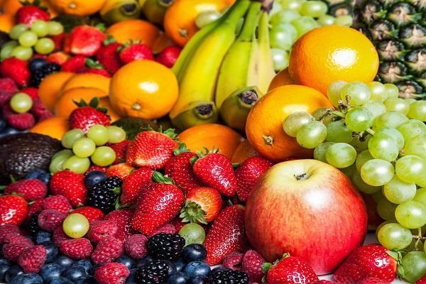 چرا نباید در مصرف میوه زیاده روی کرد؟