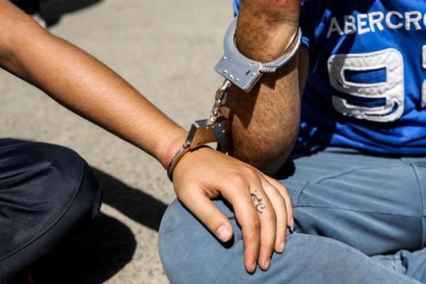 دستگیری دو دزد با شلیک ماموران در اندرزگو