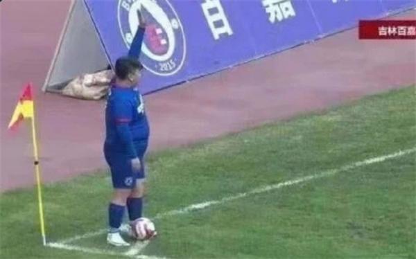 تاجری که برای فوتبالیست شدن پسر چاقش باشگاه فوتبال خرید!